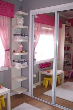 Love the corner shelving