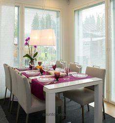 Kastelli Woodpecker - Ruokailutila | Asuntomessut Dining Area, Kitchen Dining, My Dream Home, Table Settings, Vanity, Mirror, Interior, Haku, Furniture