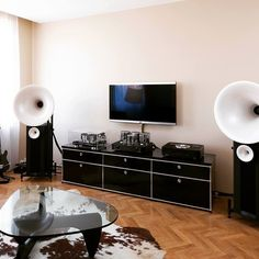 elegant set up with usm board and avantgarde acoustic speaker #usm #avantgardeacoustic #hifi #transrotor