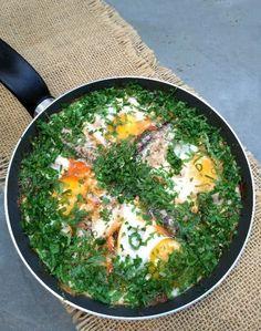 Frigideira portuguesa com ovos e sardinhas - COZINHANDO PARA 2 OU 1