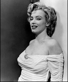 "423 Likes, 1 Comments - Marilyn Monroe 👑 (@mar.ily.nmonroe) on Instagram: ""Marilyn by Philippe Halsman, 1951❤ #marilynmonroe #marilyn #monroe #vintage #oldhollywood #quote…"""