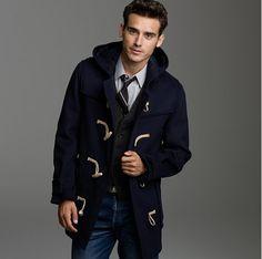 Acheter la tenue sur Lookastic: https://lookastic.fr/mode-homme/tenues/duffel-coat--chemise-de-ville-jean-cravate/499 — Jean bleu — Duffel-coat bleu marine — Gilet gris foncé — Cravate noir — Chemise de ville gris