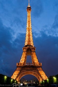 Eiffel Tower by lesley