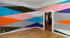 Lothar Götz: Zimmer für Bernhard Landauer – Spielzimmer, vinyl on wall, dimensions variable, 2011, Galerie der Stadt Remscheid, photo: Achim Kukullies, Düsseldorf. go to the next image.