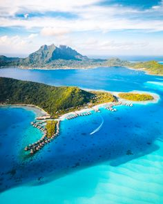 Bora Bora is literally PARADISE! It really doesn't get any better as far as tropical destinations Voyage Philippines, Philippines Travel, Us Travel Destinations, Places To Travel, Trip To Bora Bora, Air Tahiti, Romantic Vacations, Tahiti Vacations, Stay The Night