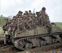 Operación Colin,   De infantería del 153rd brigada, 51st la división esta a bordo de un tanque Sherman ( T 233073 ) cerca udenhout en los países bajos.  29 de octubre de 1944.