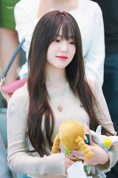 Irene-Redvelvet 190729 Incheon Airport to HongKong Irene Red Velvet, Red Velvet アイリーン, Seulgi, Red Velet, Trending Photos, Kim Yerim, Beautiful Asian Girls, Korean Beauty, Swagg
