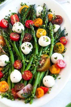 Asparagus Caprese Salad with Basil Gremolata. Asparagus Caprese Salad with Basil Gremolata recipe - An easy 10 minute salad or side dish with fresh asparagus mozzarella balls and cherry tomatoes. Vegetarian Recipes, Cooking Recipes, Healthy Recipes, Eat Healthy, Fast Recipes, Best Salad Recipes, Cooking Games, Veggie Salads Recipes, Mixed Vegetable Salad Recipes