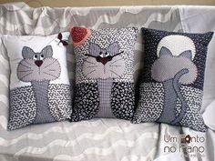 gatos aplicaciòn en cojine I like to make a set of three coordinating pillows. Applique Patterns, Quilt Patterns, Sewing Patterns, Applique Ideas, Fabric Crafts, Sewing Crafts, Sewing Projects, Sewing Ideas, Cat Cushion