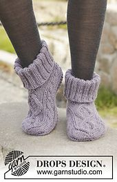Celtic Dancer - Knitted DROPS slippers with cables in Nepal. Size 35 - - Free pattern by DROPS DesignRavelry: Celtic Dancer pattern by DROPS design Uses Aran weight yarn stitches and 22 rowsItems similar to Hand Knitted slippers / socks with cables i Knit Slippers Free Pattern, Knitted Slippers, Slipper Socks, Crochet Slippers, Knit Or Crochet, Hand Crochet, Knitting Patterns Free, Knit Patterns, Free Knitting
