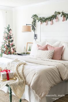 Our Classic & Cozy Christmas Bedroom We've kept things simple and festive in our master bedroom this Christmas season. Here's our classic & cozy Christmas bedroom! Christmas Home, Bedroom Makeover, Cozy Christmas, Handmade Home Decor, Holiday Bedroom, Holiday Room, Home Decor, Apartment Decor, Christmas Decorations Bedroom