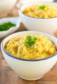 Cheesy Vegan Quinoa Grits Recipe - Get the taste and feel of classic southern cheesy grits, without the dairy and empty calories! Cheddar, Quinoa, Vegetarian Recipes, Healthy Recipes, Healthy Food, Cheesy Grits, Grits Recipe, Anti Inflammatory Recipes, Vegan Foods