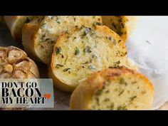 Take your homemade garlic bread to the next level by using roasted garlic! Using minimal ingredients this truly is the ultimate side dish to any meal! Garlic Recipes, Bacon Recipes, Bread Recipes, Cooking Recipes, Tapas, Vegetable Bread, Homemade Garlic Bread, Vegetarian Recipes Easy, Delicious Recipes