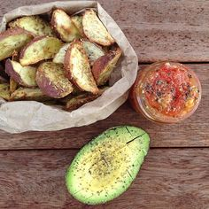 Raw till 4 simple dinner idea. A large green salad followed by sweet potato wedges, avocado & chunky ketchup I baked the wedges with Tuscan herbs (no fat). To make the ketchup I roasted vine tomatoes & garlic then roughly chopped them with freshly ground black pepper. Raw till four 801010