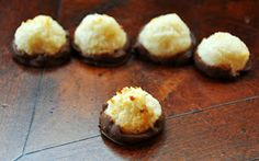 A LA GRAHAM: COCONUT MACAROONS- CLEAN EATING