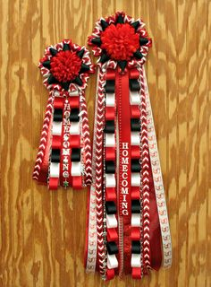homecoming mums diy Roswell High School Homecoming Mum and Garter Roswell High School Homecoming Mum and Garter Homecoming Mums Senior, Football Homecoming, High School Homecoming, Homecoming Corsage, Senior Year, Homecoming Spirit, Homecoming Garter Ideas, Homecoming Week, Prom