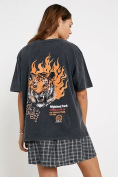 Shop UO Tiger Flame T-Shirt at Urban Outfitters today. T-shirt Tigre, Short Outfits, Cute Outfits, Girl Outfits, Urban Outfitters Online, American Eagle Outfits, Tiger T Shirt, Shirt Embroidery, Trends