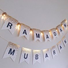 Best Decoration Ideas for Ramadan will travel you back from time to time; & for sure you will recall all of your Ramadan memories when you were kid. Ramadan Diy, Ramadan 2016, Mubarak Ramadan, Ramadan Crafts, Ramadan For Kids, Ramadan Quran, Ramadan Images, Iftar Party, Eid Party