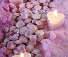 purple heart Tea candles in a bath of lavender. Romantic Candles, Beautiful Candles, Beautiful Hearts, Do It Yourself Decoration, Do It Yourself Wedding, Candle In The Wind, All Things Purple, Candle Lanterns, Tea Candles