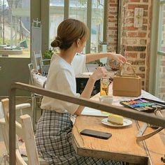 Japanese Aesthetic, Korean Aesthetic, Beige Aesthetic, Kimi No Na Wa, Girl Couple, Manga Anime Girl, Beautiful Figure, Cute Poses, Korean Fashion Trends