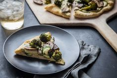 This absolutely delicious Roasted Vegetable and White Bean Pesto Hummus Pizza is a healthy, 30 minute dinner -- and it's vegetarian and vegan too! Vegan Pizza Recipe, Vegan Lunch Recipes, Delicious Vegan Recipes, Vegan Dinners, Dairy Free Recipes, Pizza Recipes, Veggie Recipes, Whole Food Recipes, Cooking Recipes