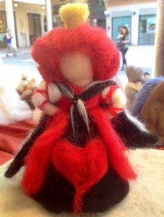 Regina di cuori di Alice in lana cardata e di CreazioniMonica