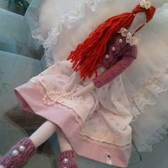 Tilda inverno no tom rose  e c cabelos ruivos do jeiteitinho q a cliente descreveu sua netinha.... #tildas #ruivas #costurasfofas #bonecasdepano #ateliedecostura #presentedenatal