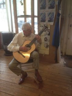 Back in 2016 I got a phone call from Mister Nierstrasz who wanted to buy a concert guitar. I told him about my waiting list. Would I, in his case, be so kind to make an exception, he asked. Mister Nierstrasz happened to be 90 years old. Waiting List, Classical Guitar, His Travel, Spain Travel, Workshop, Shit Happens, Concert, Phone, Atelier