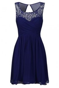 I don't even know if this would be considered a prom dress, but I would so wear it to prom. It's GORGEOUS.