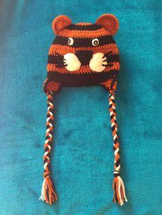 Τίγρης πορτοκαλί μαύρο χειροποίητο πλεχτό μάλλινο σκουφάκι με αυτάκια και πλεξούδες / Tiger orange black handmade knitted woolen hat with ears and braids
