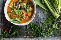Thai Red Curry-Suppe mit Süßkartoffel Nudeln - Koch Republik #vegan #glutenfree #plantbased