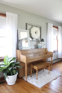 Come take a tour of this newly decorated living room with TONS of DIY projects! | LoveGrowsWild.com