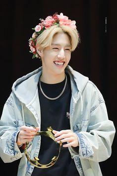 His vampy smile is so cute😍 Youngjae, Kim Yugyeom, Got7 Bambam, Girls Girls Girls, Mark Jackson, Jackson Wang, Mark Tuan Twitter, Fandom, Winwin