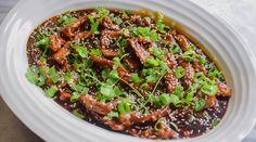 Kinesisk Chili biff - Sprø strimler av kjøtt i en nydel… Shredded Beef, Frisk, Seaweed Salad, I Love Food, Fried Rice, Broccoli, Cookie Recipes, Chili, Nom Nom