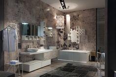 """GAIA... Composizione in laccato bianco, risalta la lavorazione serigrafata nella fantasia """"maiolica"""" con doppio lavabo in ceramica. Specchiera GEN a led e vasca da bagno con sottofondo luminoso. L'ambientazione di questo bagno, ti piace?"""