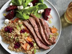 17 Easy Romantic Dinner Recipes for the Perfect Valentine's Day Grilled Flank Steak with Cherry-Pecan Rice Cooking Light Recipes, Cooking On A Budget, Fun Cooking, Cooking Kale, Cooking Ribs, Thai Cooking, Romantic Dinner Recipes, Healthy Dinner Recipes, Romantic Dinners