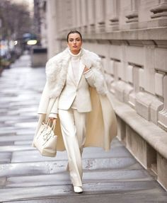 ivory suit style_Reviving Charm Source by CeliaBecker outfit Suit Fashion, Look Fashion, High Fashion, Winter Fashion, Fashion Outfits, Womens Fashion, Fashion Trends, French Fashion, Fashion Tips