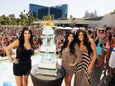 Kim, Khloe, Kourtney Kardashian - Bombay Sapphire www.alkohall.cz