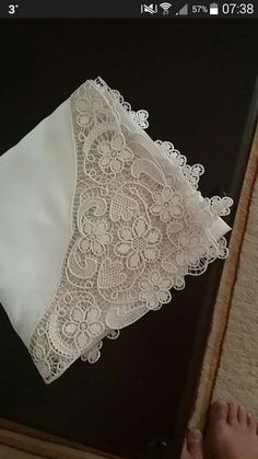 This Pin was discovered by Sal Crochet Tablecloth, Crochet Doilies, Crochet Lace, Needle Lace, Needle And Thread, Romanian Lace, Japanese Crochet, Parchment Craft, Brazilian Embroidery