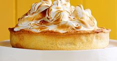 Lemon Meringue Pie Recipe Everyone loves a warm, crispy pie. It is one of those food items that are just never enough. The great thing about pie is that there are so many variations. You can make a pie with a huge variety of fruits and flavors. Lemon Recipes, Pie Recipes, Dessert Recipes, Delicious Desserts, Pastry Recipes, Yummy Treats, Yummy Recipes, Sweet Treats, Lemon Meringue Pie