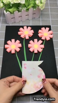 Paper Flowers Craft, Paper Crafts Origami, Paper Crafts For Kids, Craft Activities For Kids, Flower Crafts, Diy Flowers, Preschool Crafts, Paper Crafting, Handmade Flowers