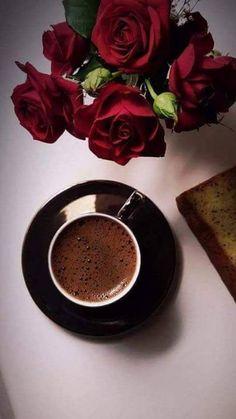Kaffee und Rosen -  - #gutenmorgen Coffee And Books, I Love Coffee, Good Morning Coffee, Coffee Break, Coffee Cafe, Coffee Drinks, Chocolates, Coffee Photography, Turkish Coffee