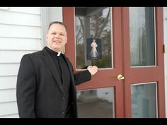 To protect you and your family, we urge you to post an Image of the Divine Mercy on your front doors. Father Chris Alar, MIC, explains why. Faustina Kowalska, St Faustina, Trust In Jesus, Trust God, Divine Mercy Image, Exodus 12, Hymns Of Praise, St Maria, Sign Of The Cross