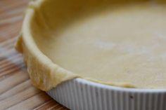 Esta receta de masa para tartas saladas es muy fácil y está lista para usar en 5 minutos. Queda igual a la que se compra en los supermercados.