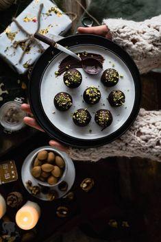 Marcipánové guľky Chocolate Fondue, Candy, Chocolates, Recipes, Food, Chocolate Candies, Chocolate, Recipies, Essen