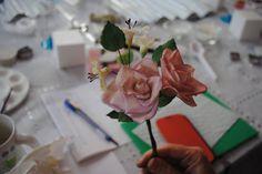 Cours fleur, que de beaux bouquets ! Flowers workshop, so beautiful ! @genevacakes School Shopping, Bouquets, Gift Wrapping, Gifts, Beautiful, Flowers, Gift Wrapping Paper, Presents, Bouquet