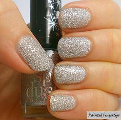 Silver textures comparison: Cliche Rainha vs Rimmel Shooting Star (on my ring finger)
