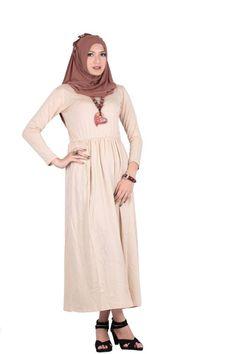 OUTFIT OF THE DAY DRESS KERUT DAHLIA dari Aimeera ini simple digunakan lho sahabat Aimeera, padupadankan dengan jilbab simple untuk aktivitas hari ini :)
