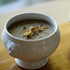 Cream of Mushroom Soup. A quick and easy Dinner recipe for a Weeknight meal! A delicious cream of mushroom soup recipe that's so easy it's perfect for a weeknight meal! Gourmet Recipes, Vegetarian Recipes, Cooking Recipes, Healthy Recipes, Healthy Soups, Sauce Recipes, Egg Recipes For Dinner, Fall Recipes, Simply Recipes