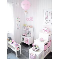 play kitchen..
